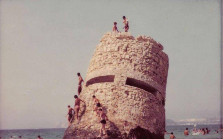 La Cagliari che non c'è più: la Torre di Carcangiolas, quando al Poetto la fortificazione era meta di impavidi tuffatori e provetti scalatori