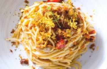 La ricetta Vistanet di oggi: spaghetti bottarga, datterini e fiori di zucca, mare e Campidano in un colpo solo