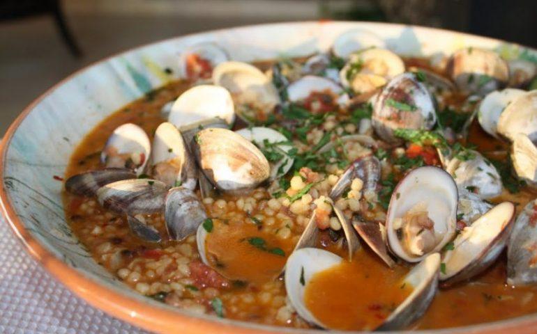 La ricetta Vistanet di oggi: fregula cun cocciula (arselle), uno dei piatti classici della cucina cagliaritana