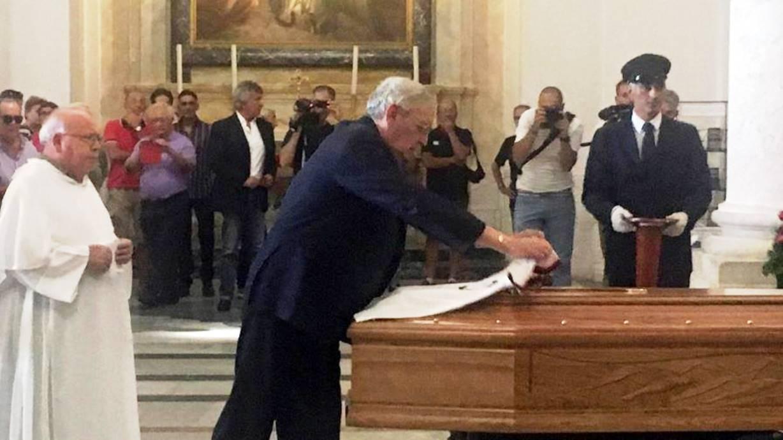 Riva ai funerali di Nenè