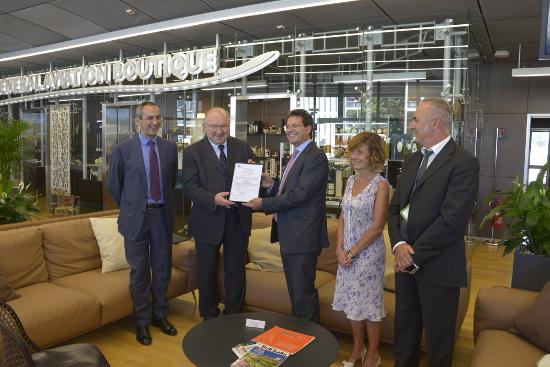 L'aeroporto di Elmas ha conseguito la certificazione. Grande soddisfazione dai vertici della Sogaer