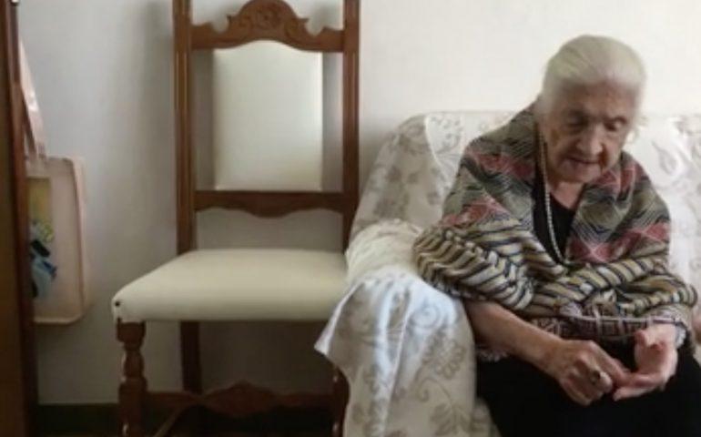 I 100 anni di signora Evelina, buon compleanno alla nonnina di Carbonia