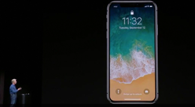 Gaffe da Apple: al suo lancio il nuovo iPhone X non riconosce la faccia VIDEO