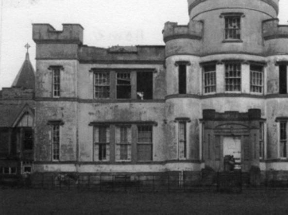 Orrore in Scozia: in una fossa comune di un orfanatrofio i corpi di 400 bambini morti tra il 1864 e il 1981