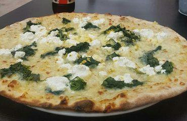 """Pizza al maialetto, aperitivi """"appendino"""" e tanto altro: da Wow l'originalità fa coppia con gusto"""