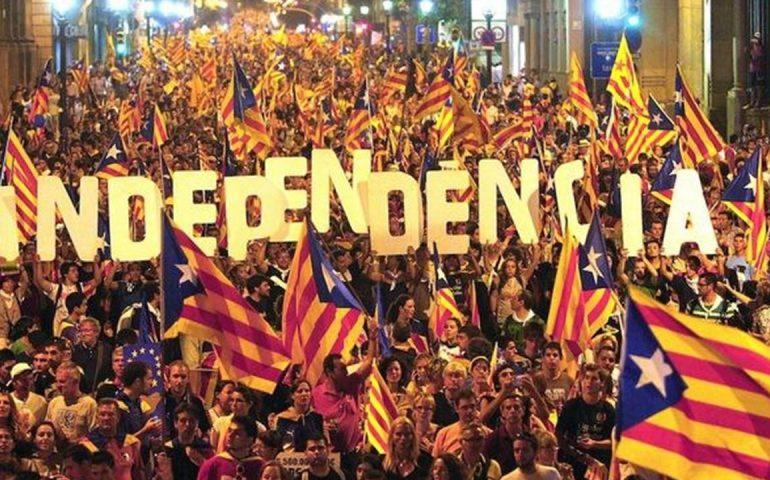 La Catalogna dichiara l'indipendenza dalla Spagna: solidarietà da parte degli indipendentisti sardi