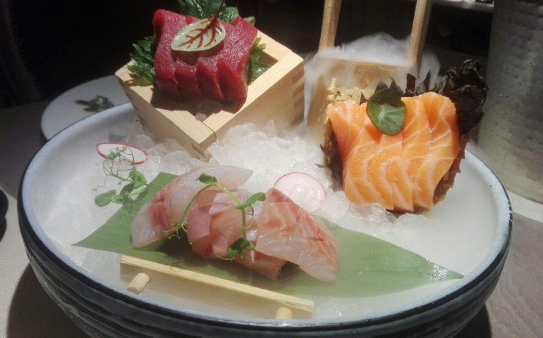 """Sushi al tartufo, sashimi """"fumante"""", anguilla e gambero crudo: Toyo, il sushi di qualità nel cuore della Marina (FOTO E VIDEO)"""