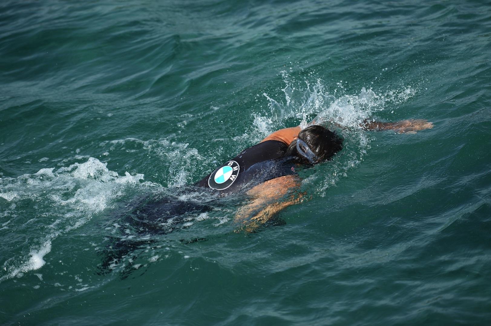 Tragedia durante la gara di nuoto: malore improvviso uccide un 54enne