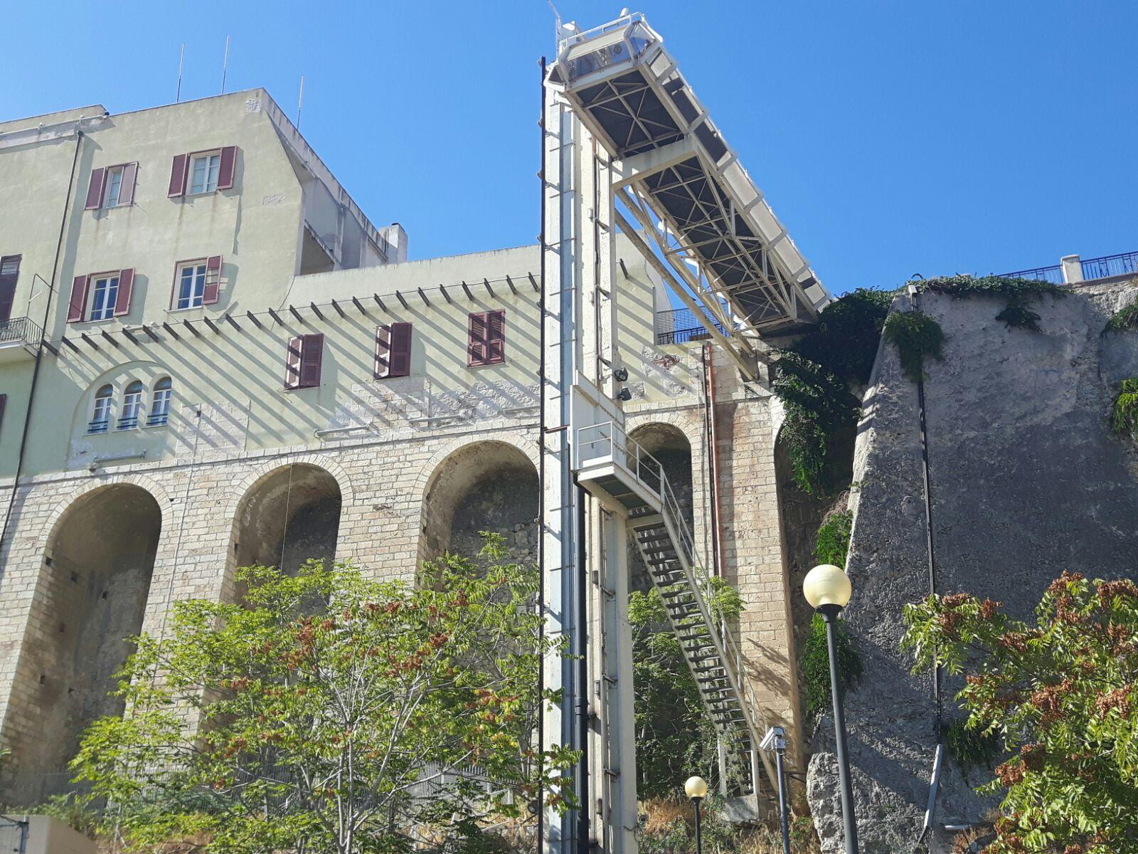 Al via oggi i cantieri per la sostituzione dei tre ascensori per il quartiere di Castello