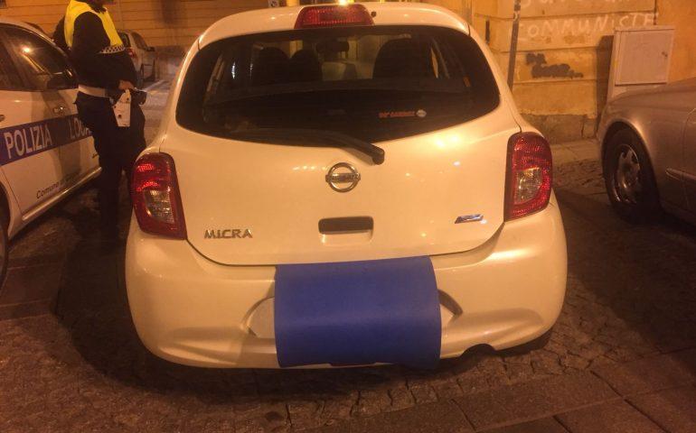 """""""Furbetti"""" della Ztl in Castello: automobilista denunciata per aver coperto la targa con un telo"""