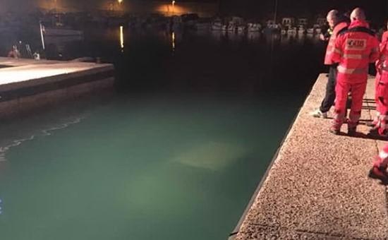 Tragedia a Castelsardo, un'auto finisce nel porto. Muore un uomo di 70 anni