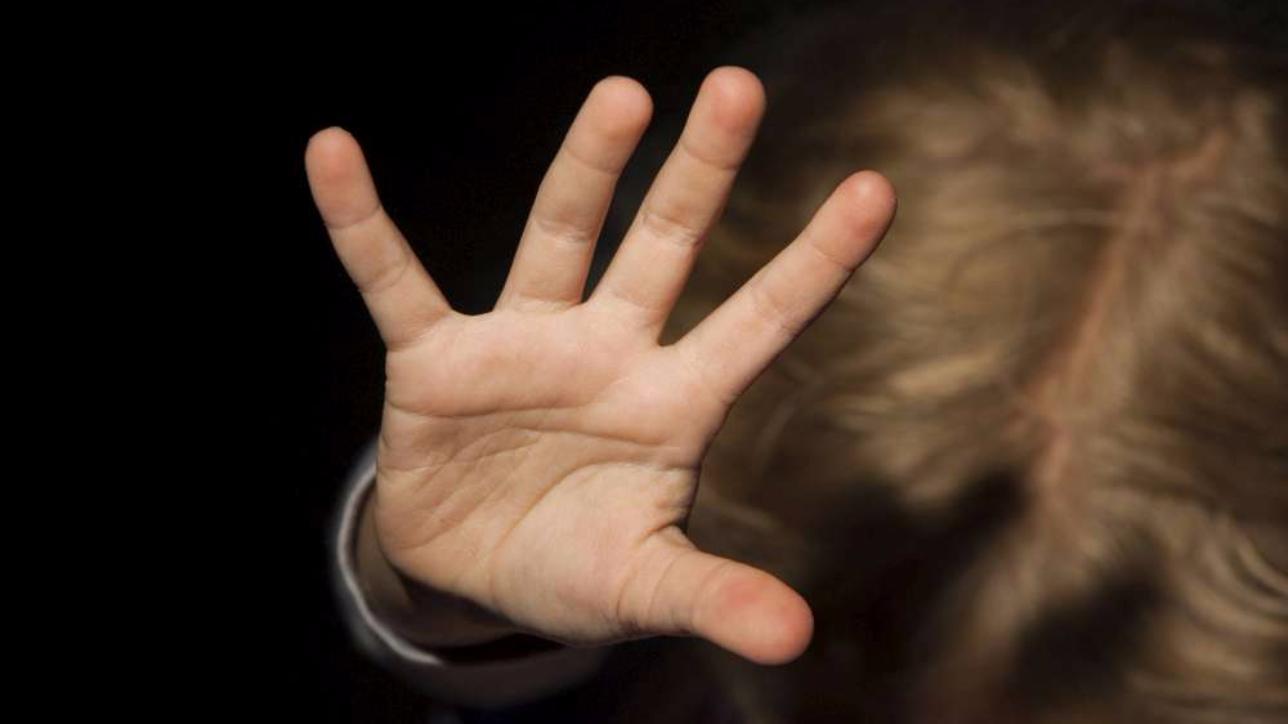 79534dac01 Prete violenta bambina di 12 anni, indagata anche la madre della piccola  per favoreggiamento | Cagliari - Vistanet