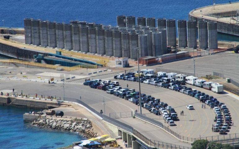 Si immerge nel mare di Sardegna, muore sub torinese