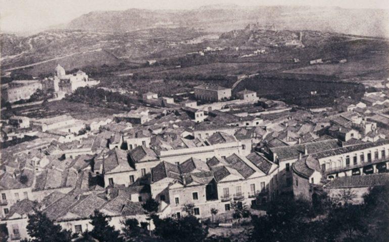 La Cagliari che non c'è più, una rara immagine della città nel 1940: dietro il quartiere Villanova solo orti e giardini
