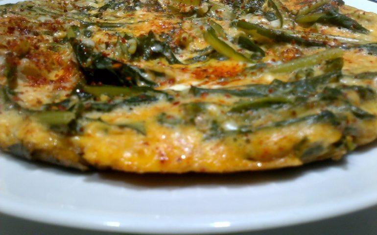 La ricetta Vistanet di oggi: frittata di cicoria selvatica, un piatto semplice e ricco di proprietà