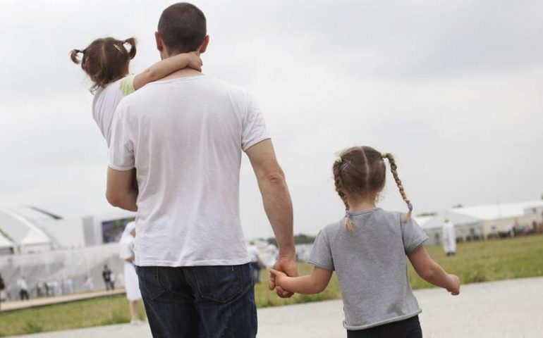 Risalente a un padre divorziato più anziano