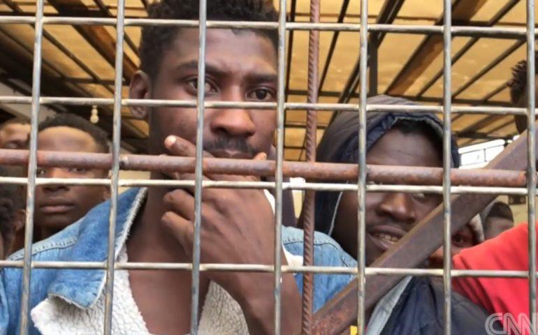 Cnn, il VIDEO choc dei migranti venduti all'asta in Libia come se fossero merce