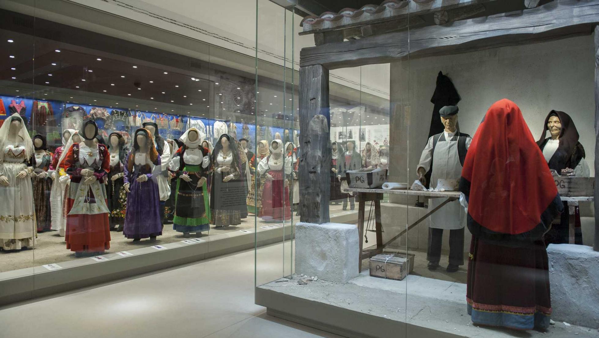 Nuoro, costumi tradizionali sardi al museo della Vita e delle Tradizioni Popolari - Fonte www.sardegnaturismo.it