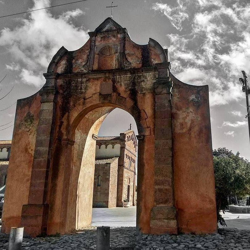 Orotelli, arco chiesa San Giovanni Battista - Foto web