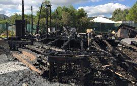 """""""Sporting Buddha Bar"""" di Costa Rey in fiamme: le foto di ciò che resta dopo l'incendio"""