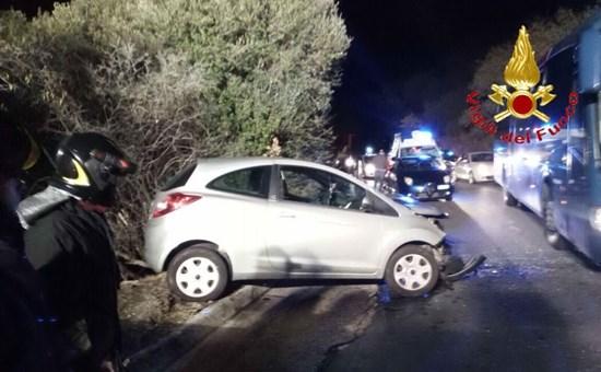 Nuoro, frontale sulla strada in direzione Oliena: tre feriti gravi