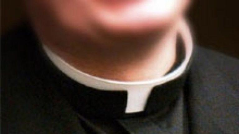 Piacenza, sacerdote arrestato: è accusato di maltrattamenti nei confronti di alcuni disabili