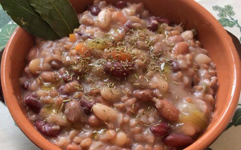 La ricetta Vistanet di oggi: zuppa di legumi misti, un piatto saporito e nutriente