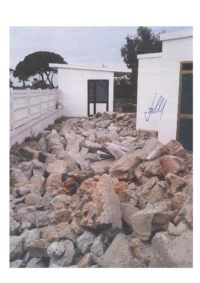 Abusi edilizi al Poetto - Foto di Roberto Cotti.jpg 2