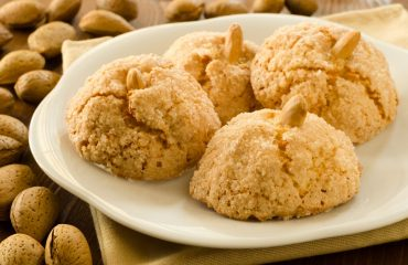 La ricetta Vistanet di oggi: amaretti, uno dei dolci sardi più famosi nel Mondo