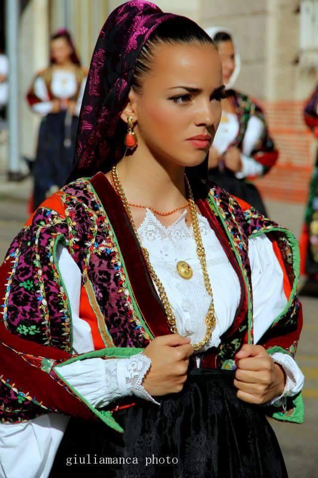 Orune, costume tradizionale - Foto di Fiulia Manca, Fonte www.pinterest.com