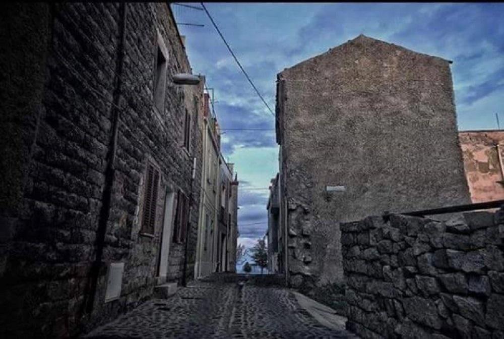Orune, scorcio del centro storico - Foto di Nino Sanna, Fonte FB
