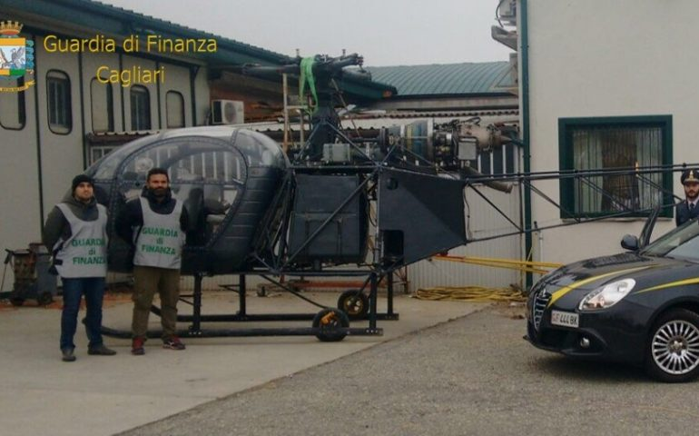 Traffico di cocaina, la Finanza sequestra un elicottero