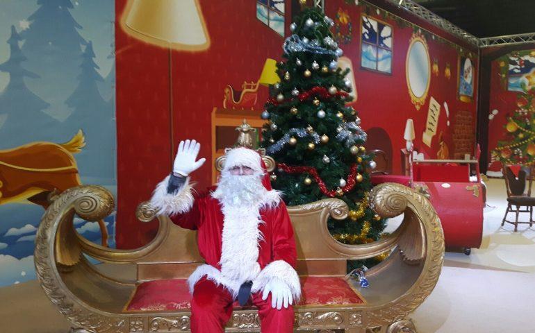 Immagini Santa Claus Natale.Babbo Natale Sbarca A Cagliari E Aspetta I Bimbi Nel Santa