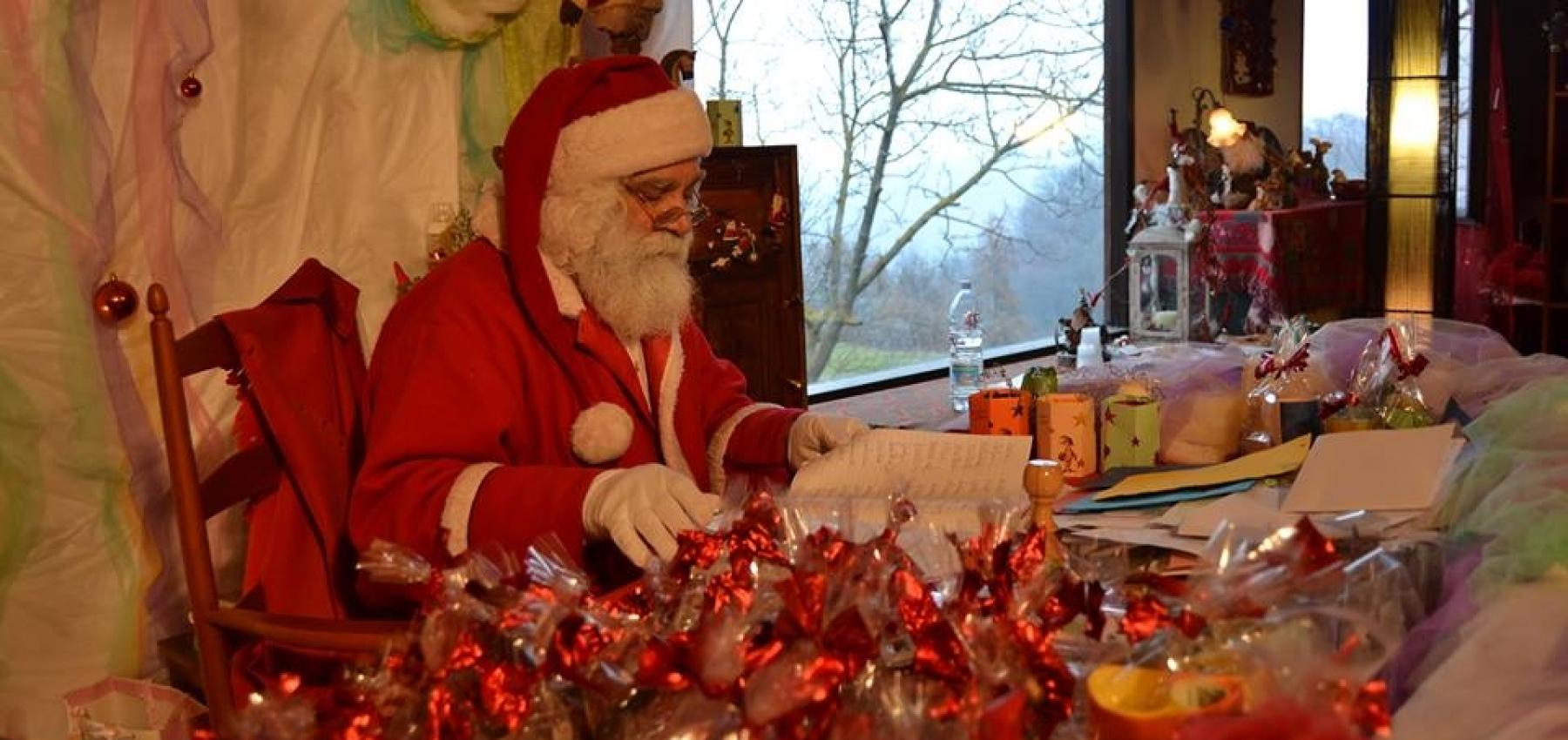 Babbo Natale Casa.Il Villaggio Di Babbo Natale In Una Casa Campidanese Gli Eventi Delle Feste Ad Assemini Cagliari Vistanet