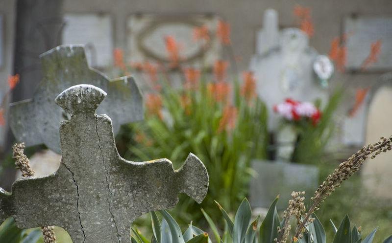 Cimiteri di cagliari e pirri ecco date e orari di for Orari apertura bricoman cagliari