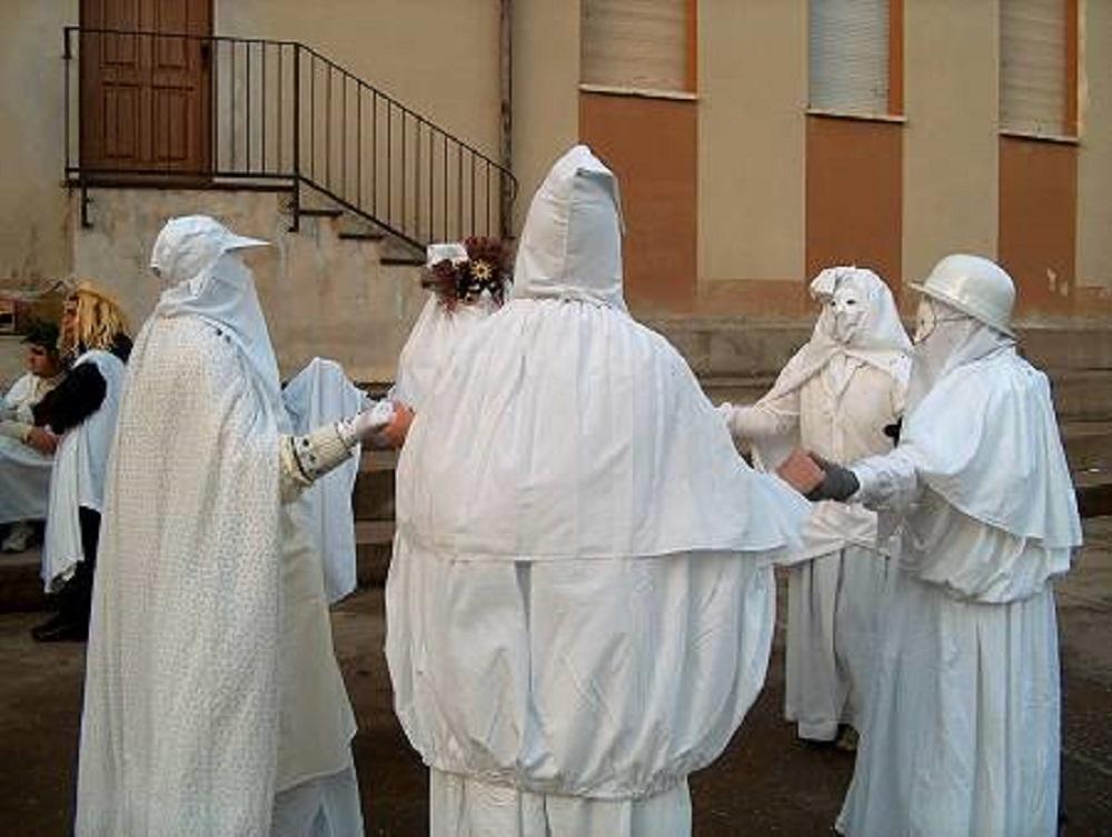 Aidomaggiore, le maschere a Lenzolu in piazza - Fonte Comune di Aidomaggiore