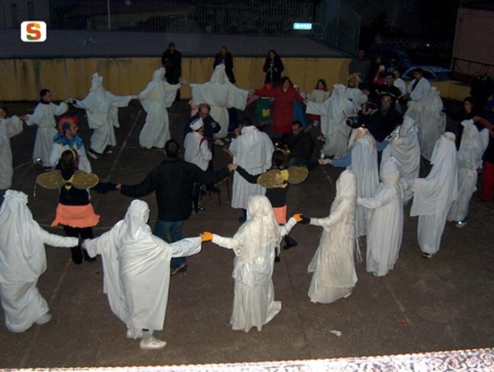 Aidomaggiore, le maschere nel ballo de Sa Cointrotza - Fonte www.sardegnadigitallibrary.it