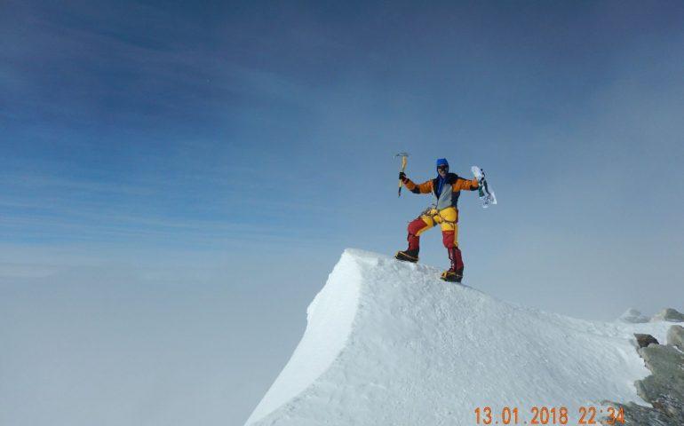 La foto del giorno: l'alpinista sardo Angelo Lobina sul cucuzzolo dell'Antartide