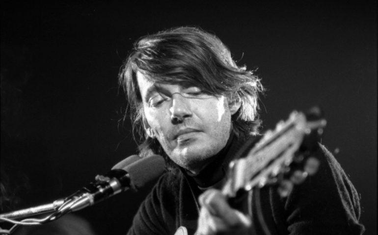 Lo sapevate? Fabrizio De André nel 1992 cantò in gran segreto per i detenuti della colonia penale di Is Arenas