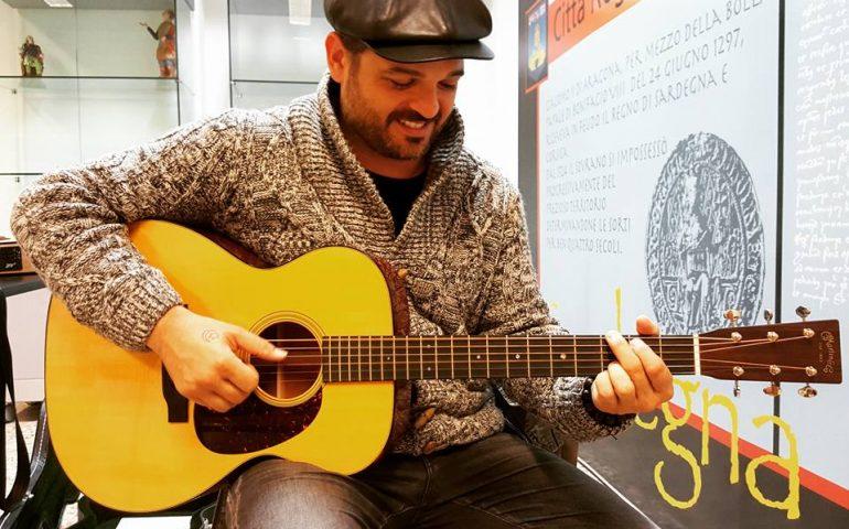 """Vistamusic, Flavio Secchi: """"Essere Rock'n'roll"""" significa concedersi di essere sé stessi. A otto anni la prima chitarra…"""""""