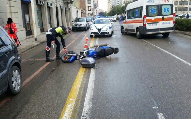 Viale Diaz, perde il controllo della moto e fa un volo di 30 metri finendo su un'auto ferma al semaforo
