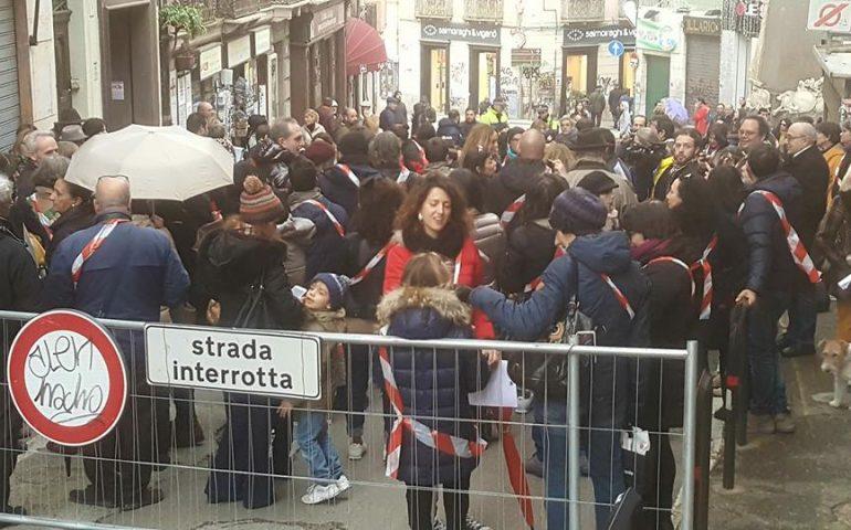 Cagliari, flash mob in Castello, i residenti protestano: «Siamo stati dimenticati, il Sindaco mantenga le sue promesse» (VIDEO)