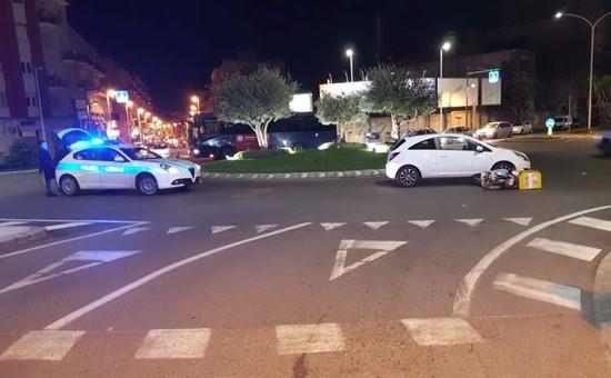 Non da la precedenza alla rotonda di piazza Sant'Avendrace e provoca incidente
