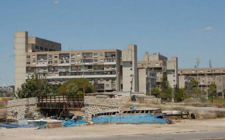 I palazzi del Favero a Sant'Elia saranno abbattuti: i residenti vivono nel degrado e ancora non sanno dove verranno trasferiti (VIDEO e PHOTOGALLERY)