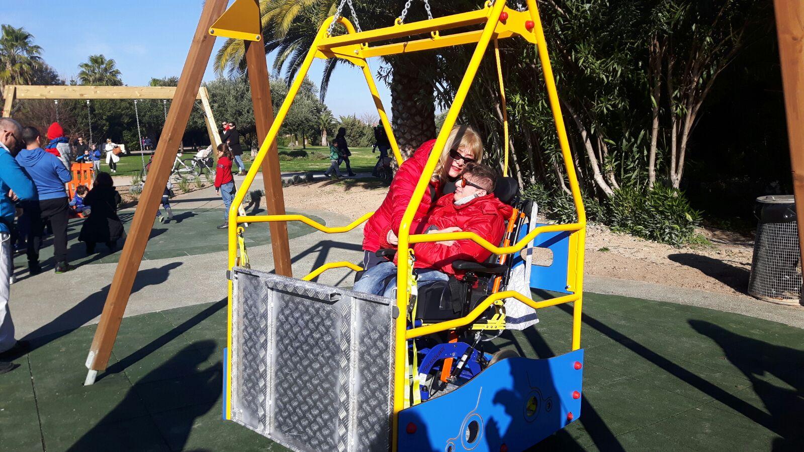Giochi per bambini disabili e non. Inaugurata l'area ...