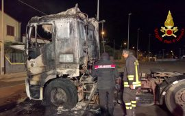 Serramanna: nella notte va a fuoco un autoarticolato