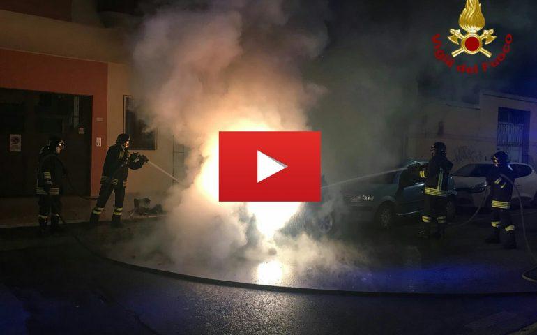VIDEO Vigili del Fuoco domano le fiamme: ecco il video di uno degli interventi di stanotte