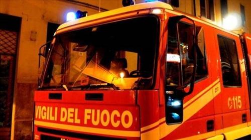 Notte di fuoco a Cagliari e Pirri: tre le auto incendiate, possibile origine dolosa