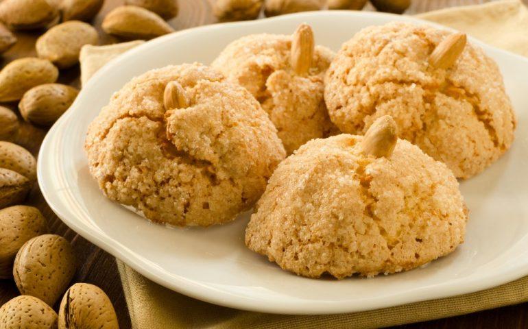 La ricetta Vistanet di oggi: gli amaretti, uno dei dolci sardi più semplici e famosi nel mondo