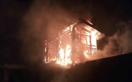 Villasor incendio devastante distrugge una casa di legno for Piani casa cane trotto